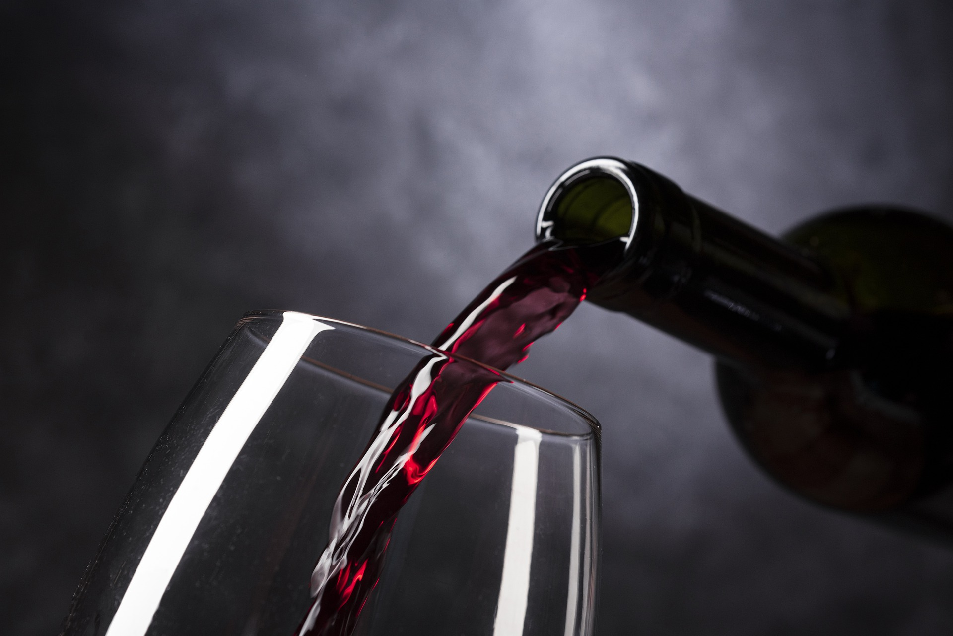 Vinho tinto: conheça os benefícios à saúde